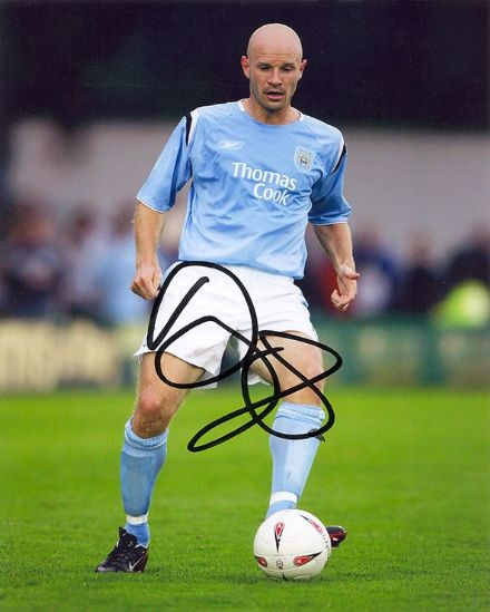 Danny Mills, Manchester City & England, signed 10x8 inch photo.